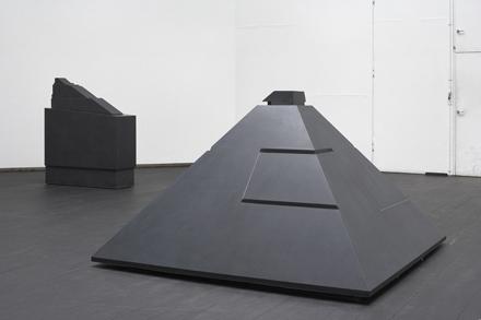KALI pyramide 2005  sort diabas